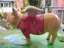 Sparschwein mit Pullover zur Geburt