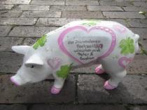 Sparschwein mit pastell-rosa Herzen zur Diamant-Hochzeit