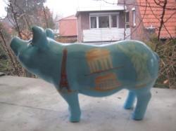 Sparschwein mit verschiedenen Reisezielen_2