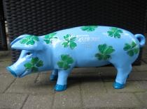 Ferkel: Sparschwein mit Glücksklee zur Taufe