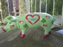 Grünes Sparschwein mit Herzen und Kleeblättern zur Hochzeit
