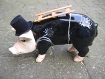 Sparschwein als Schornsteinfeger