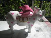 Sparschwein mit Eheringen zur Hochzeit